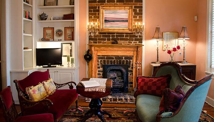 Armstrong Inns Tattnall Living Room
