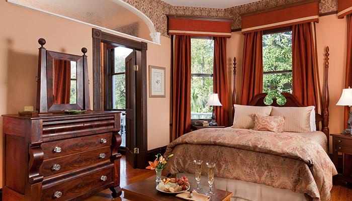 Azalea Inn Forsyth Room