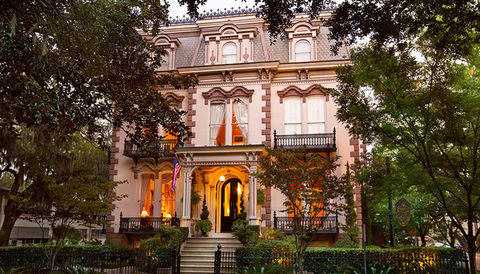 Enchanting Inns Nestled Right In The Heart Of Savannah S