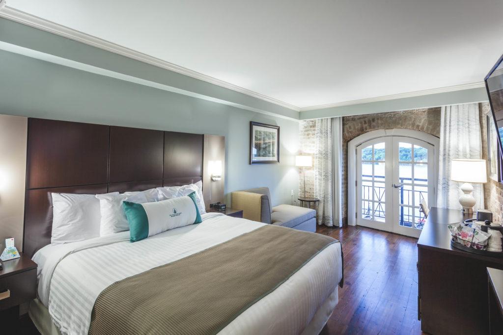 Cotton Sail Hotel in Savannah