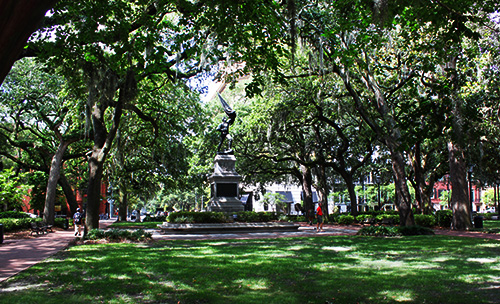 Walking Past Ghost Tree In Madisons >> Haunted Squares In Savannah Savannah Ga Savannah Com