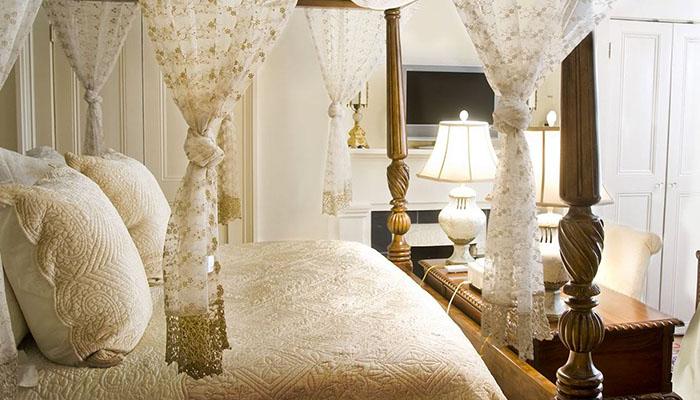 Olde Savannah Inn Versailles Suite